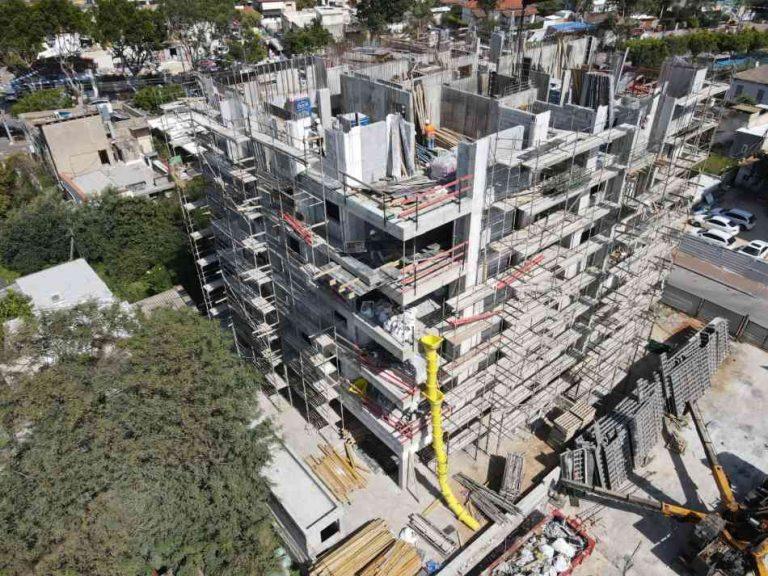 בר ביצוע קבלן בניין - דירות מקבלן ברחובות - רמבם 109 תמונה 02 של תהליך הבנייה - מסיימים קומה 4