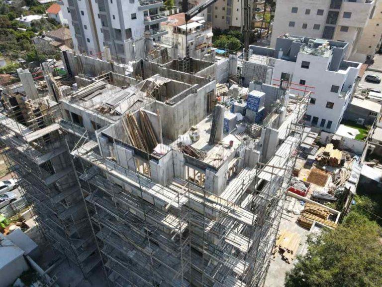בר ביצוע קבלן בניין - דירות מקבלן ברחובות - רמבם 109 תמונה 03 של תהליך הבנייה - מסיימים קומה 4