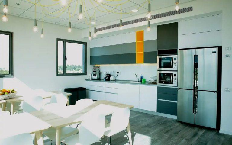חדר אוכל שנבנה על ידי קבלן גמר