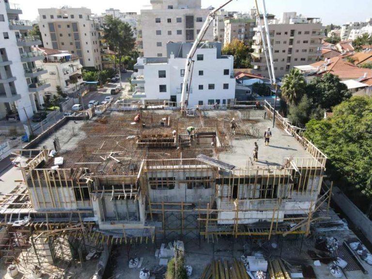 בר ביצוע קבלן בניין - דירות מקבלן ברחובות - לקראת סיום קומה 1