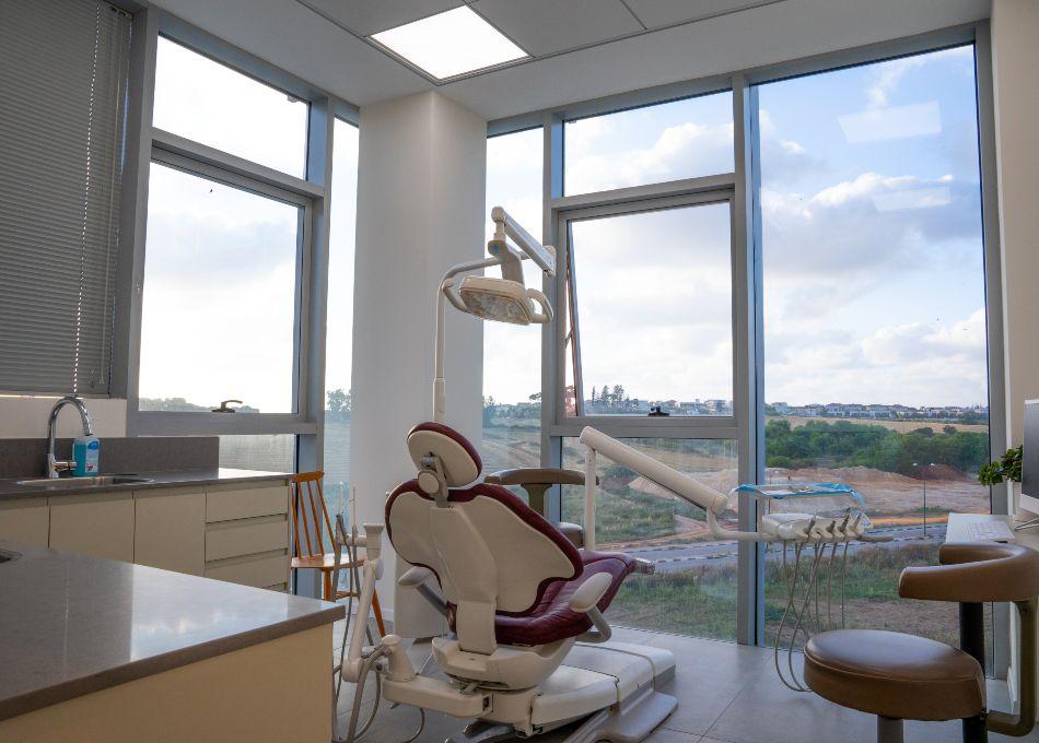 עבודות גמר בבניה למרפאת שיניים – ד״ר גלעד בן גל