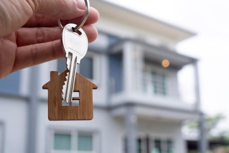 דירה חדשה קונים רק מקבלן בניין במרכז: שיקולים, יתרונות וחסרונות